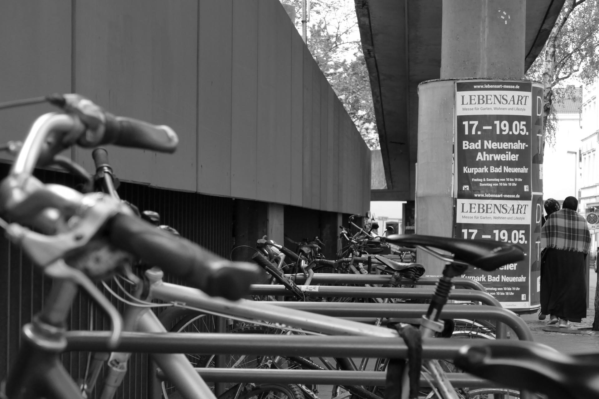 Fahrräder am Stadthaus f/3.8 1/160sec ISO-400 27.88mm
