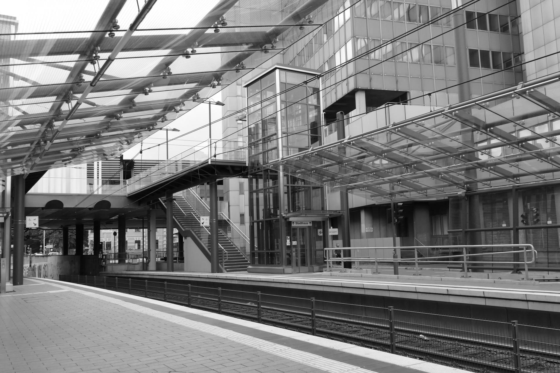 S-Bahn am Stadthaus