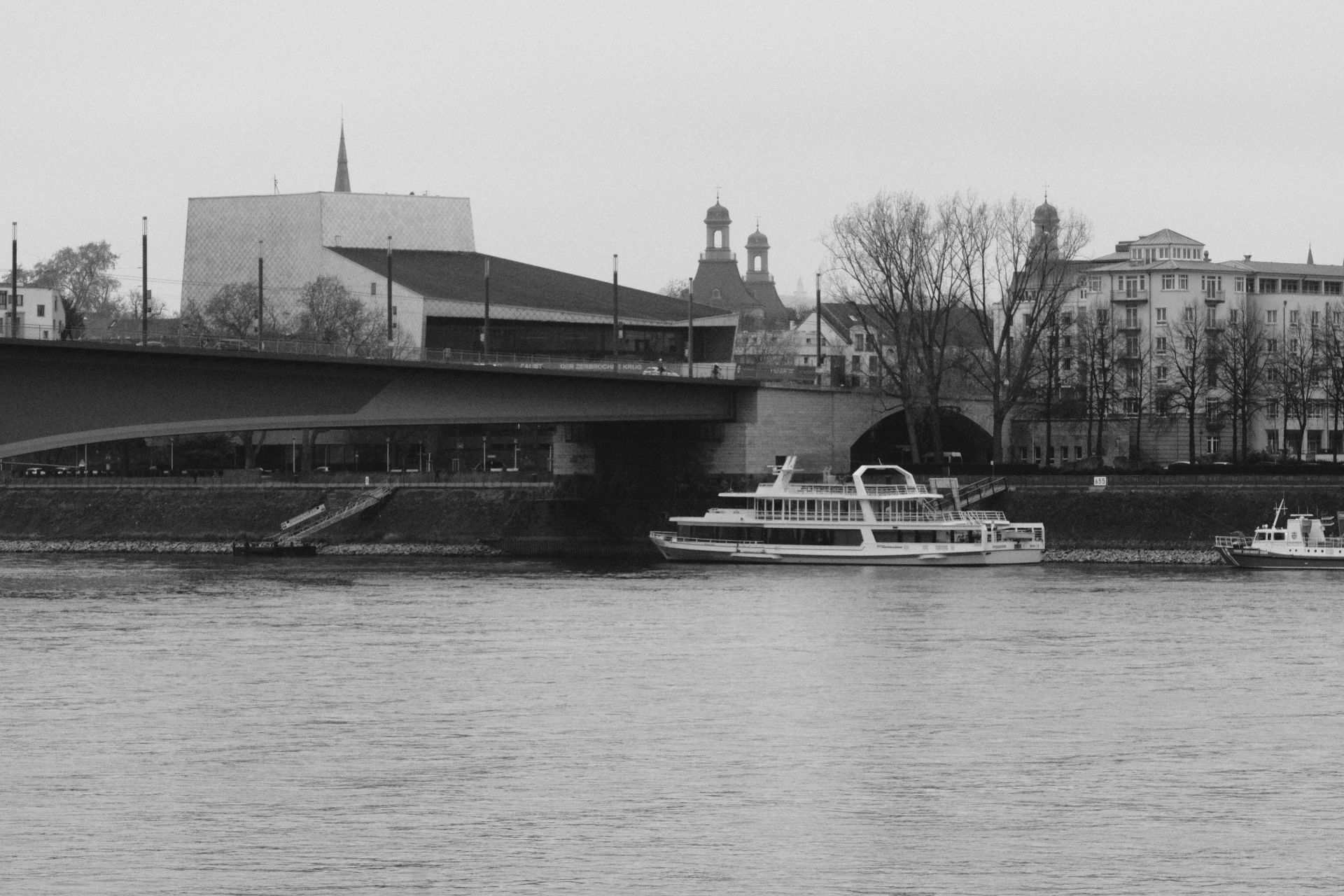 Kennedybrücke f/16 1/500sec ISO-5000 98.6mm