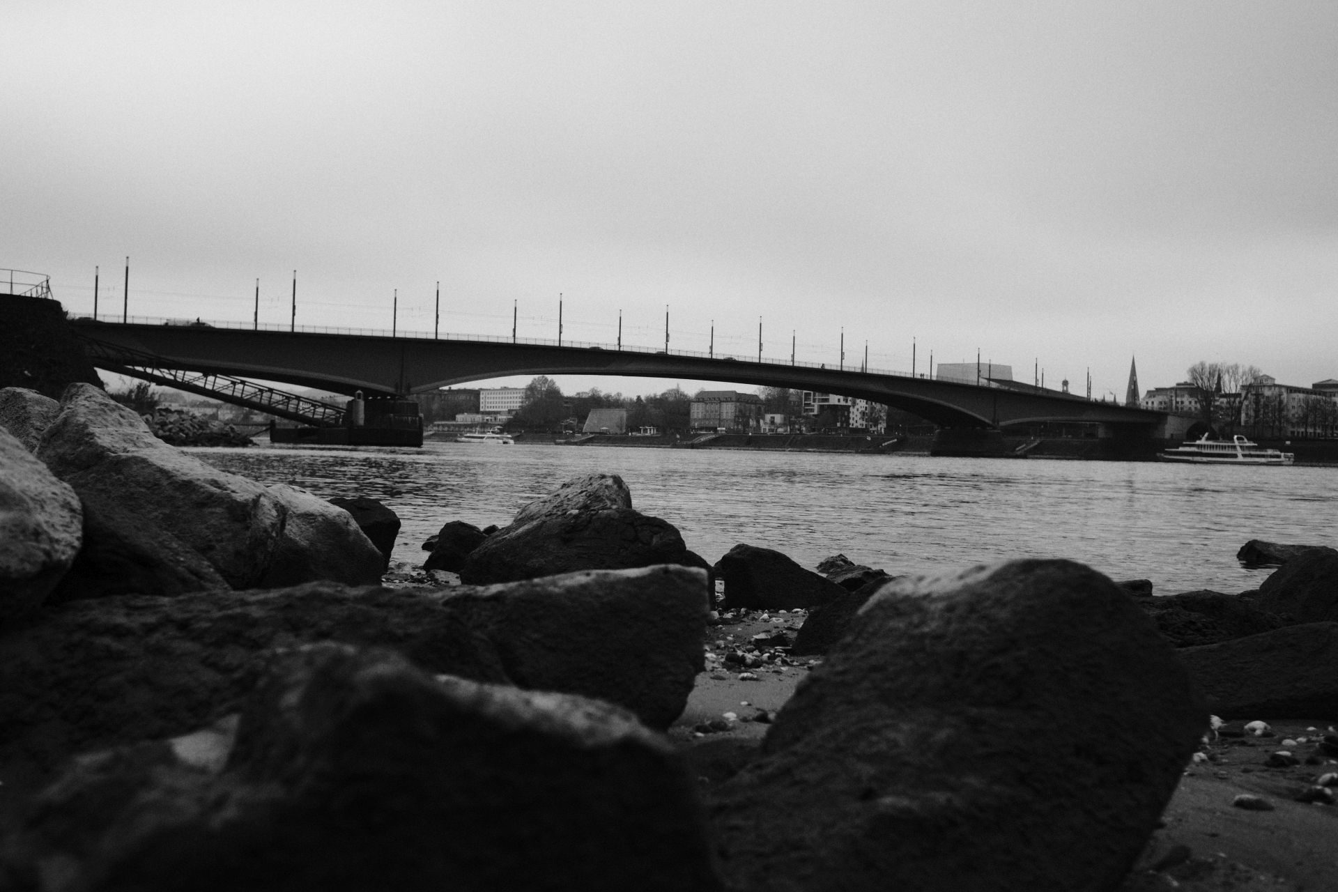 Kennedybrücke 1/3800sec ISO-3200 22mm
