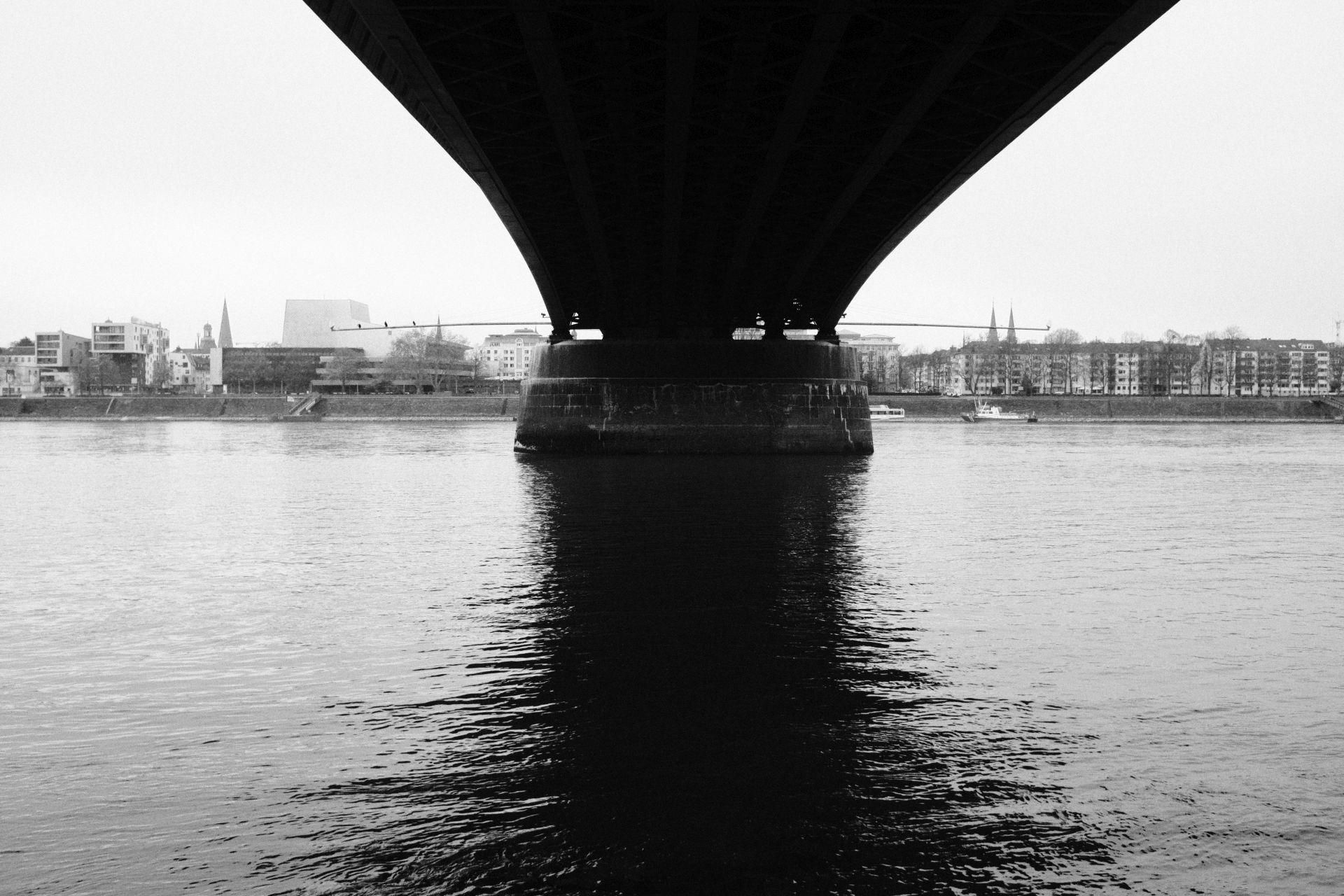 Kennedybrücke 1/4000sec ISO-8000 22mm