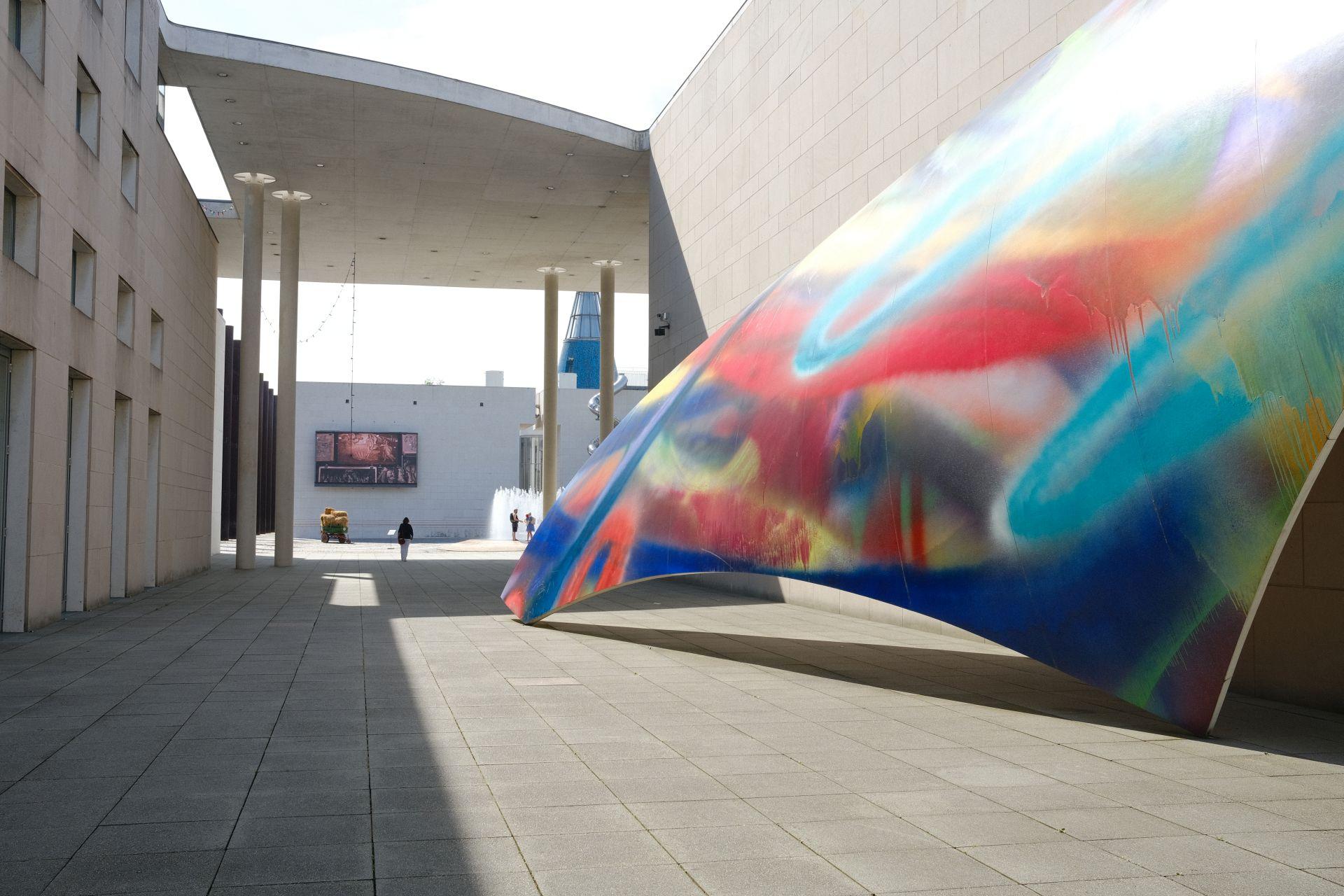 Bundeskunsthalle f/8 1/160sec ISO-160 23mm