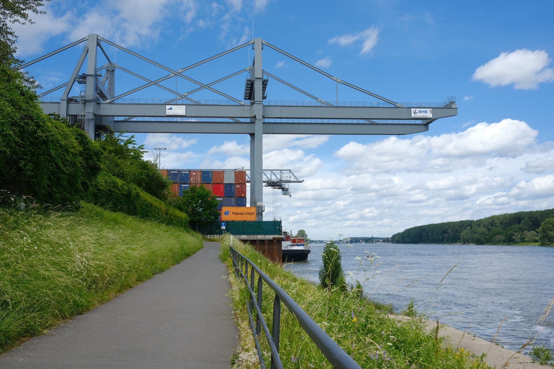 Auf dem Heimweg am Bonner Hafen f/8 1/240sec ISO-160 23mm