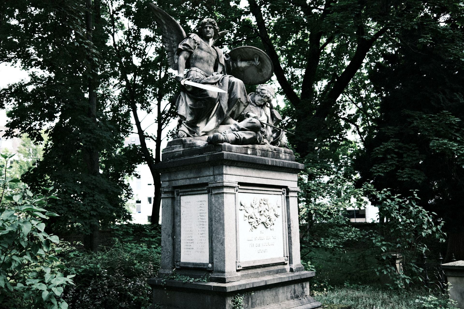 Alter Friedhof f/2.8 1/120sec ISO-160 23mm