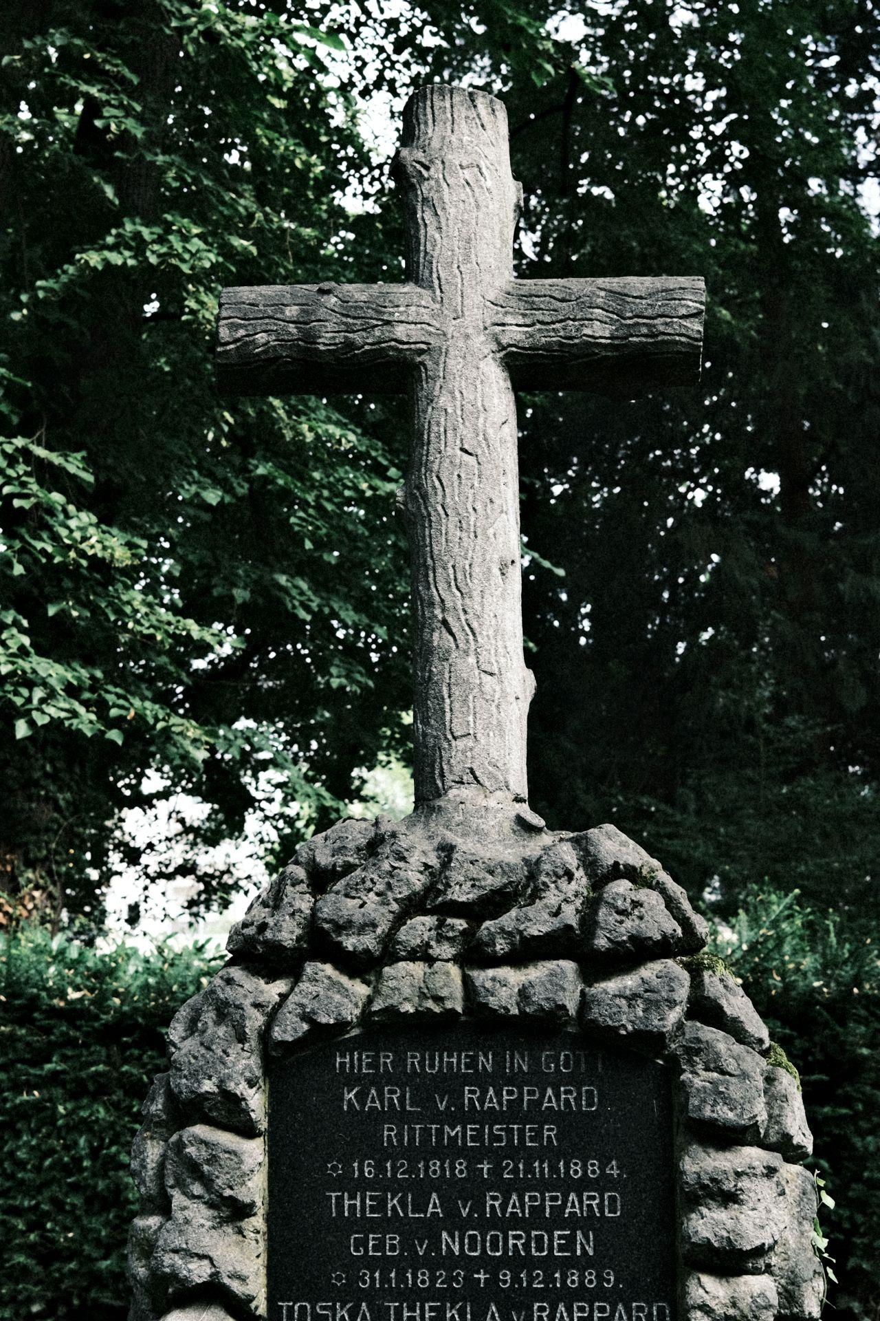 Alter Friedhof f/4 1/60sec ISO-160 23mm