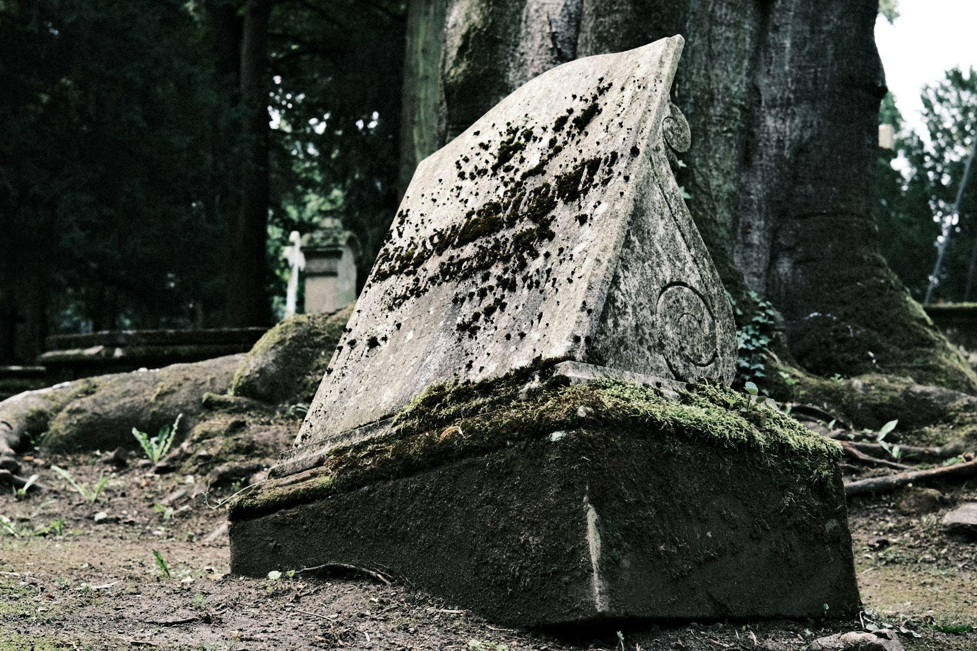 Alter Friedhof f/4 1/75sec ISO-160 23mm
