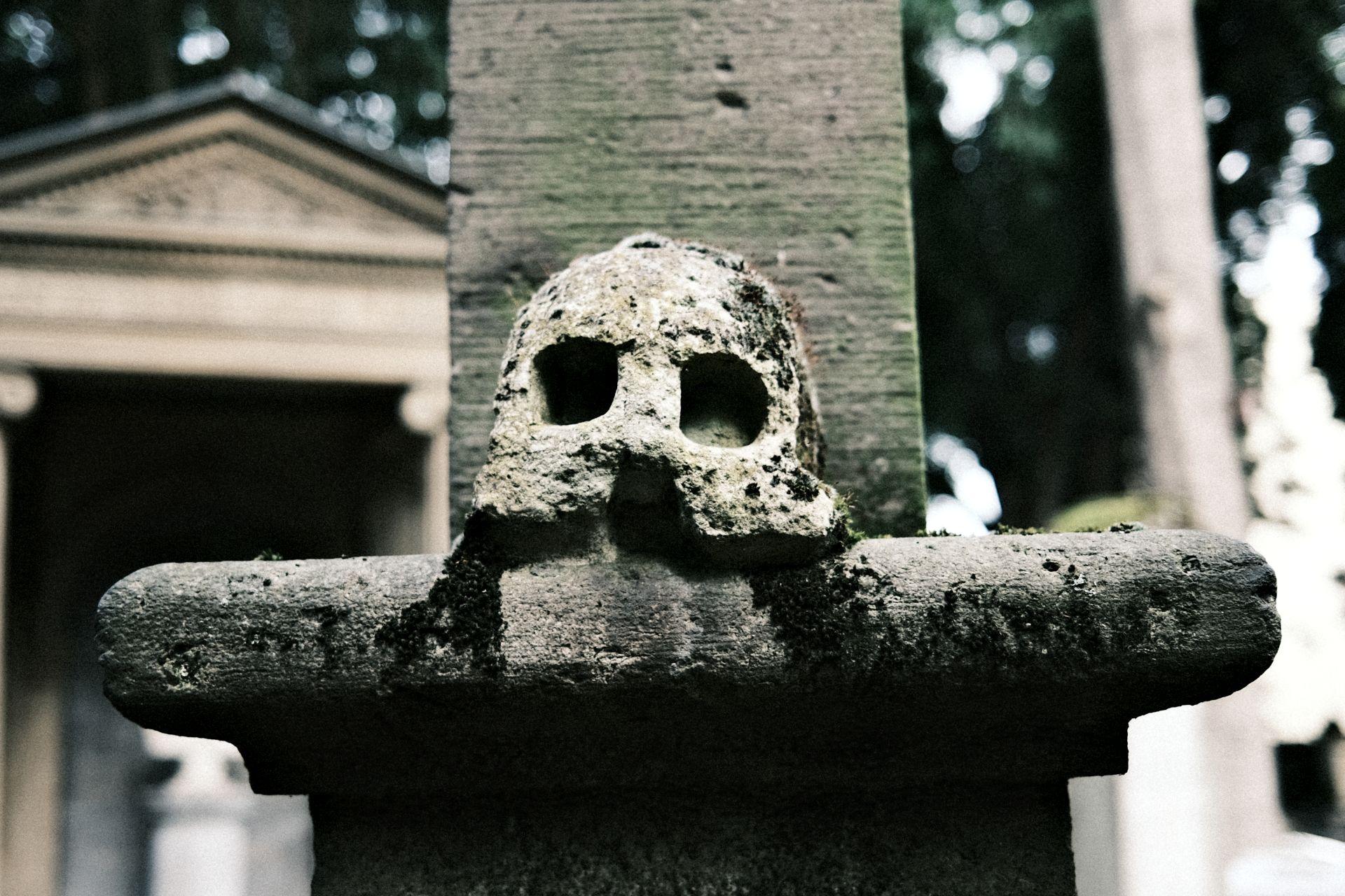 Alter Friedhof f/2 1/220sec ISO-160 23mm