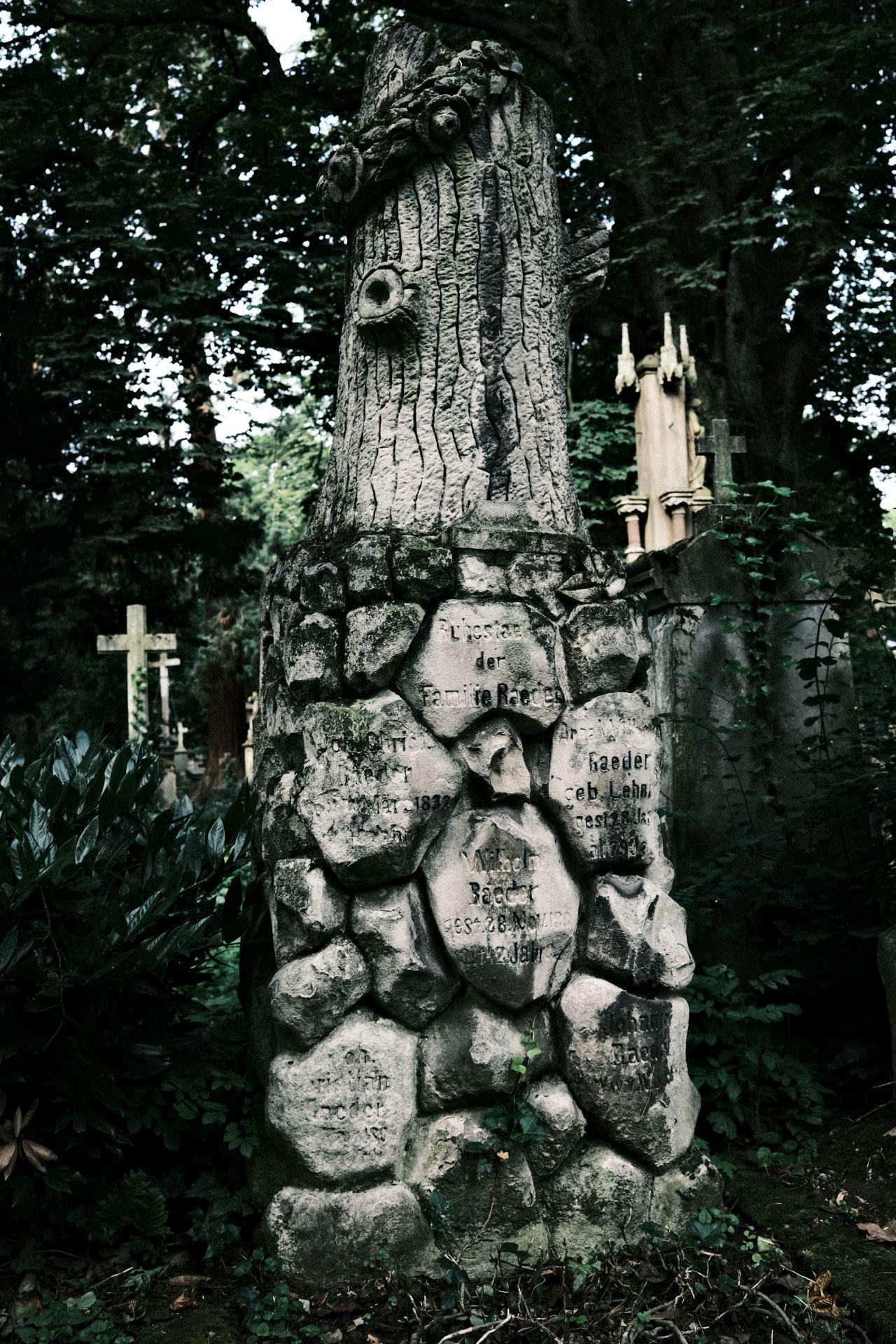 Alter Friedhof f/4 1/90sec ISO-160 23mm