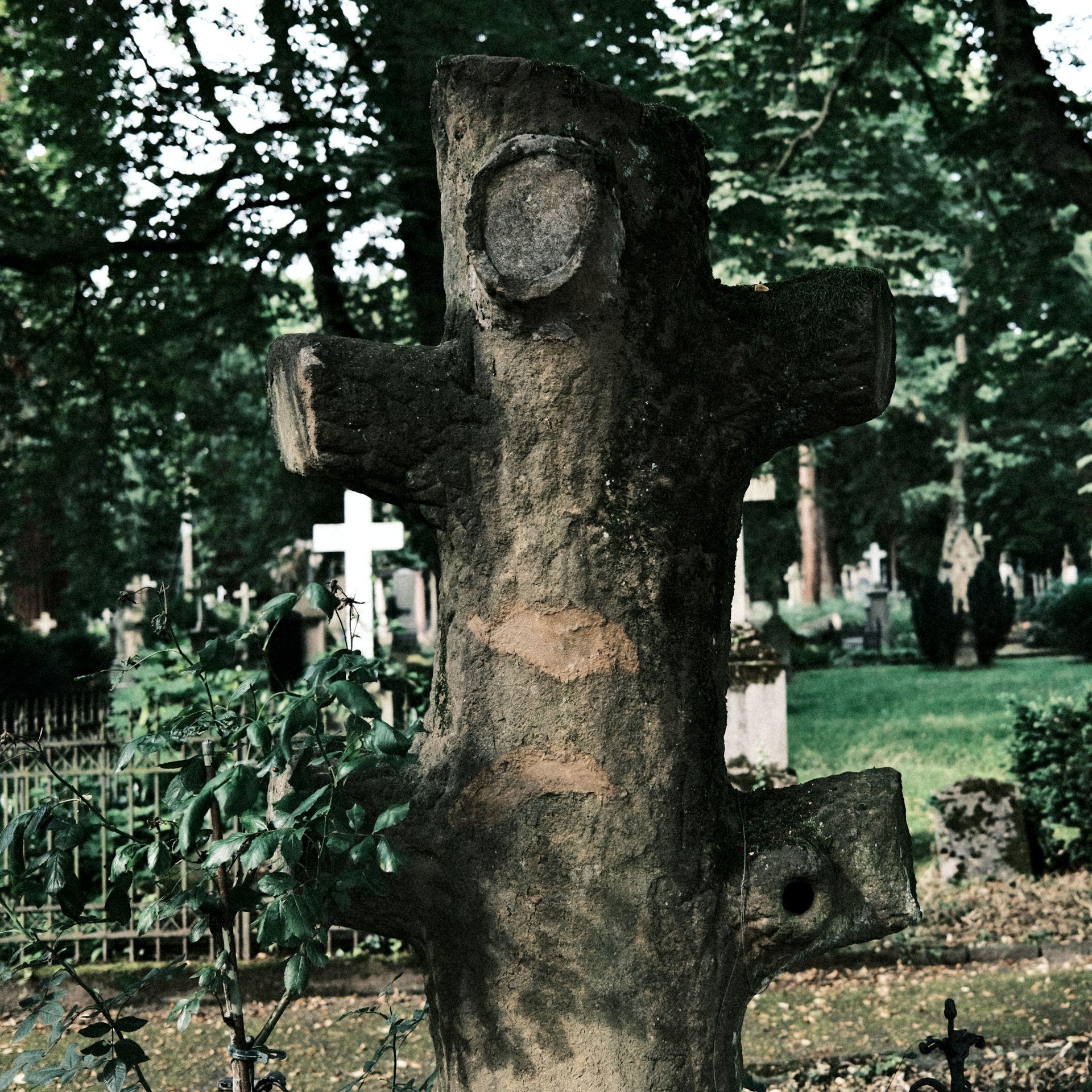 Alter Friedhof f/2.8 1/105sec ISO-160 23mm