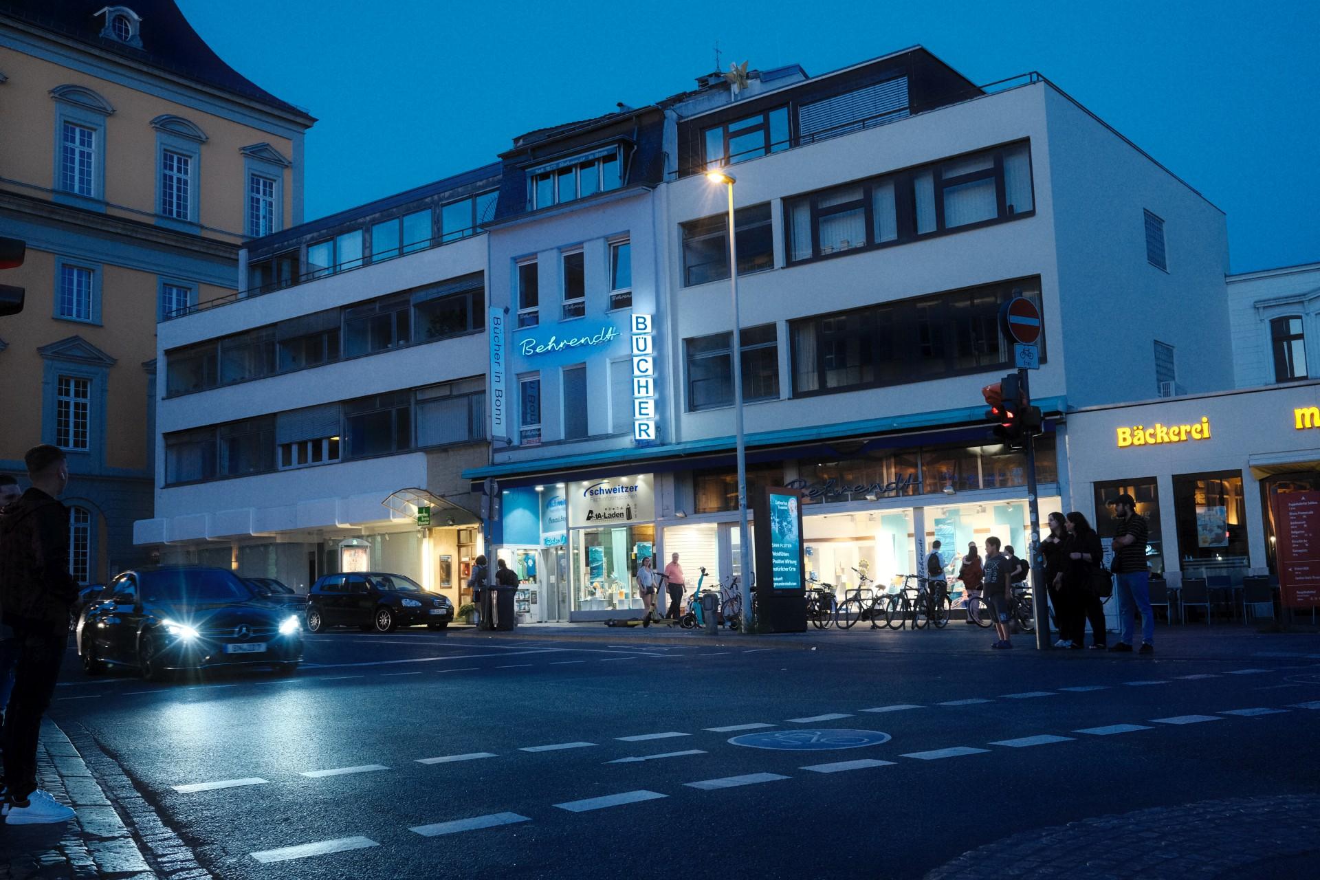 Rathausgasse f/4 1/60sec ISO-5000 23mm