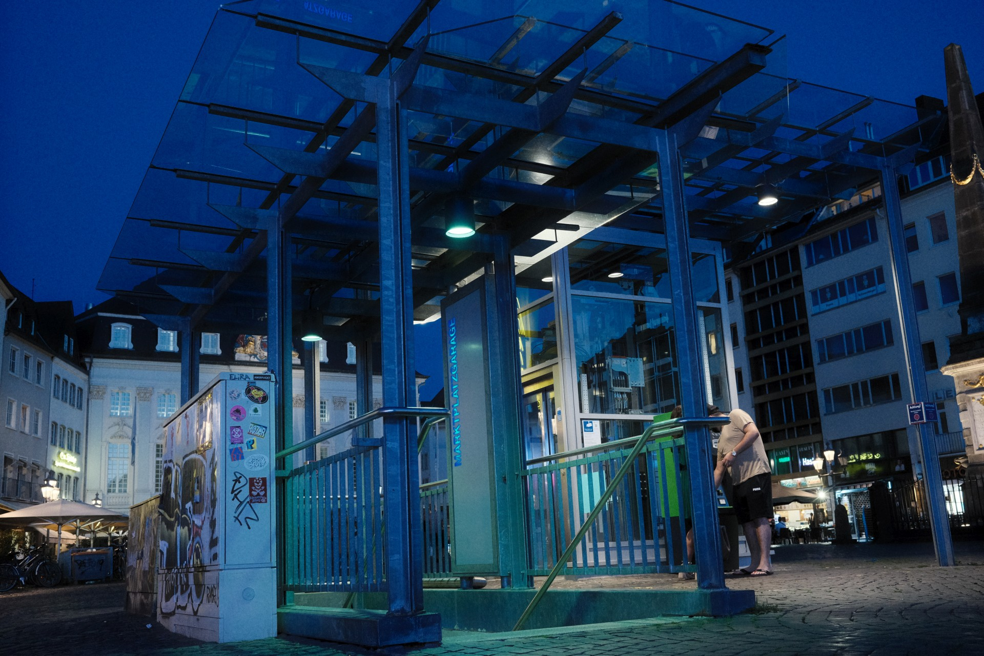 Markt Tiefgarageneingang f/4 1/58sec ISO-6400 23mm